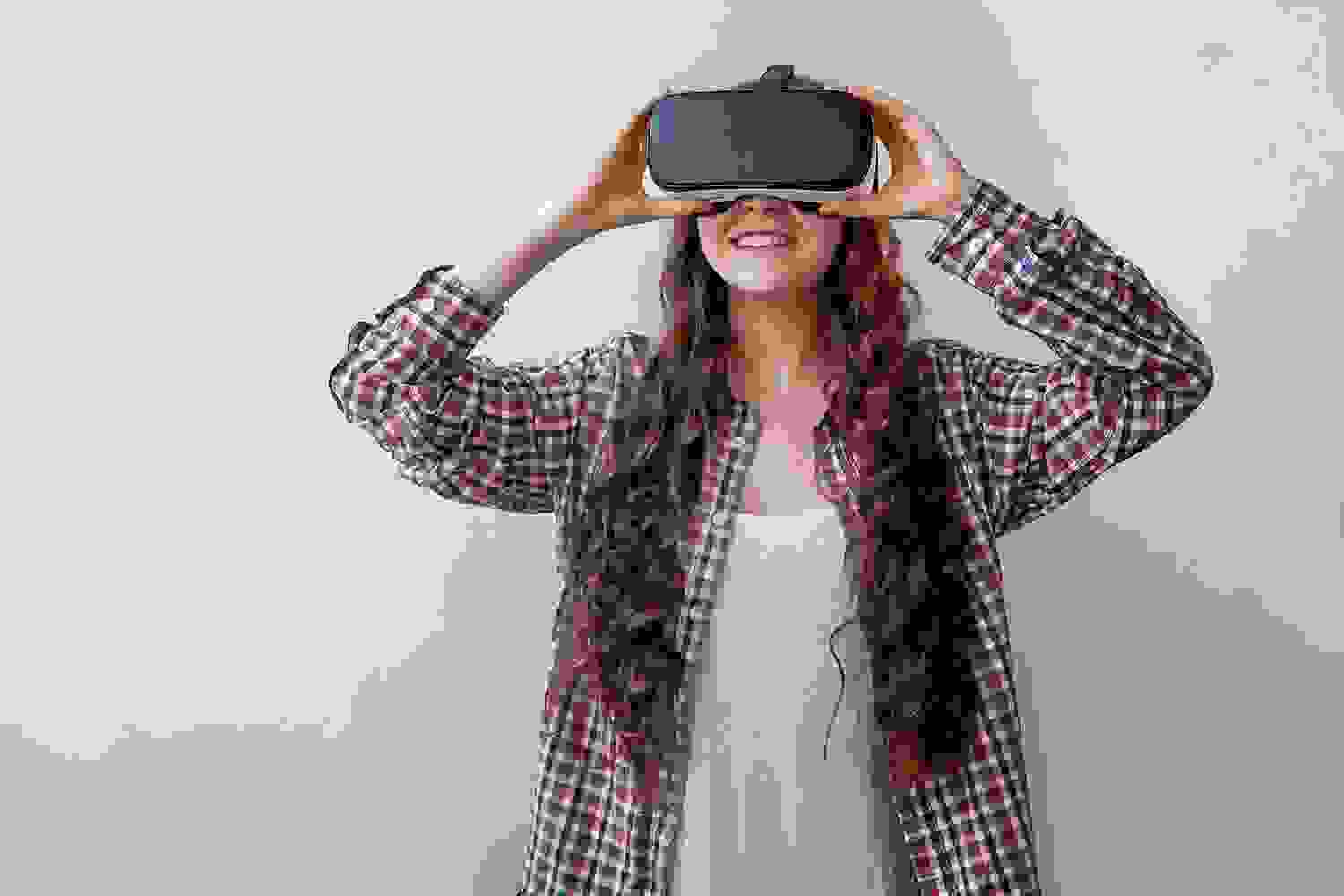 Can Virtual Reality be a Substitute for Real-Life Experiences?
